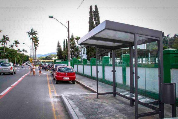 abrigo de ponto de ônibus